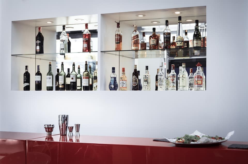 5 Must Haves For Setting Up A Basement Bar